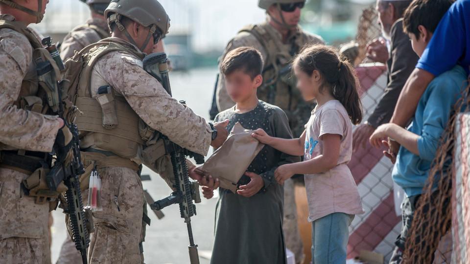 Diez millones de niños necesitan ayuda humanitaria en Afganistán, alerta UNICEF